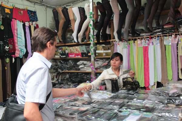 Рядом с Кировским рынком работали нелегалы