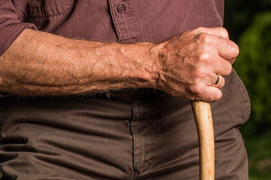 Каждый второй астраханский пенсионер счастлив