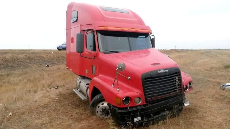 На трассе Астрахань – Москва опрокинулся грузовик с несколькими тоннами водки