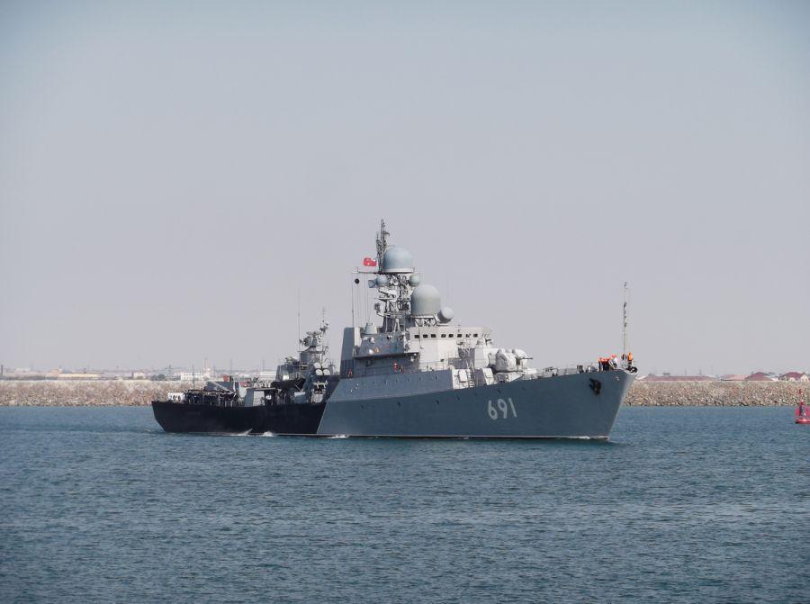 Корабли Каспийской флотилии запустили ракеты по ИГИЛ