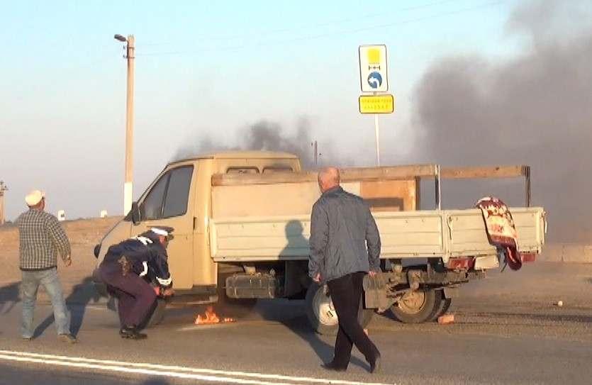 Мимо астраханских полицейских проезжал водитель на горящей «Газели»