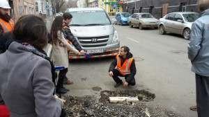 Состояние дорог в Астрахани оставляет желать лучшего