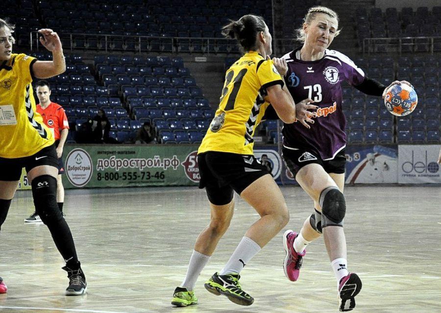 Астраханские гандболистки вышли в 1/8 европейского кубка