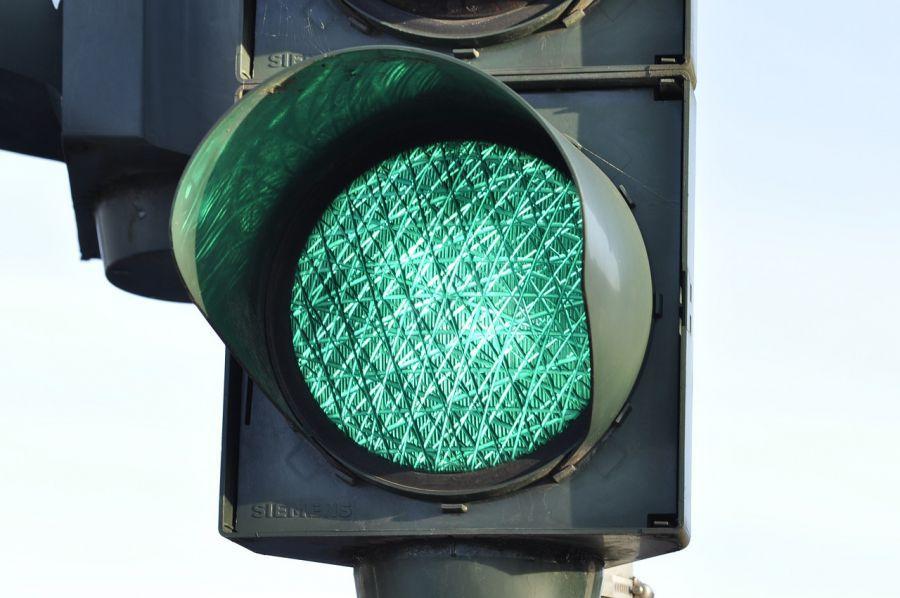 На улице Яблочкова появились два новых светофора