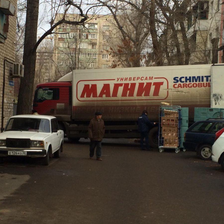 Астраханцы жалуются на грузовые машины сети магазинов «Магнит»