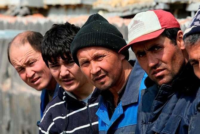 На астраханских полях разрешили увеличить число мигрантов