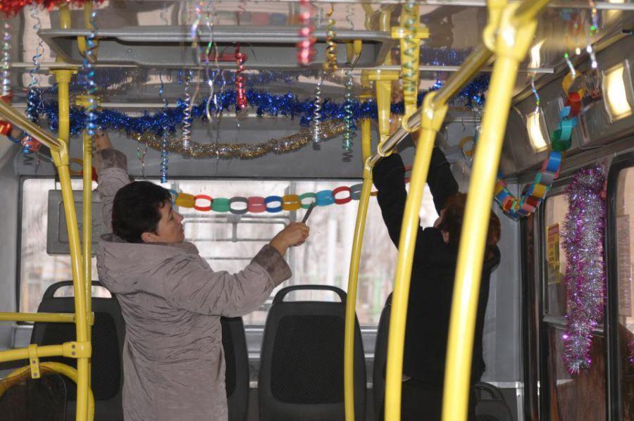 В Астрахани появились праздничные троллейбусы
