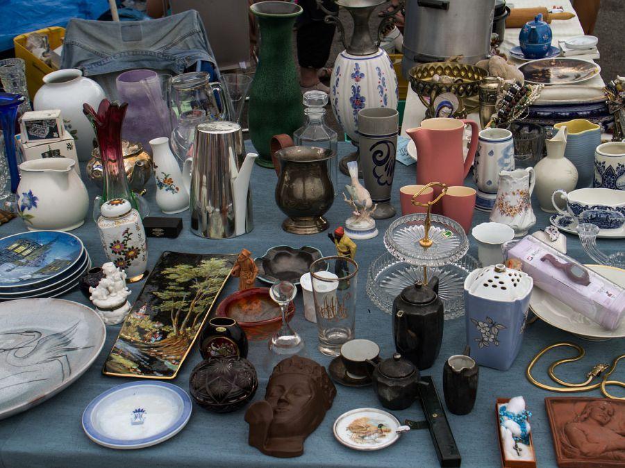 Астраханцы продавали в центре города старые вещи