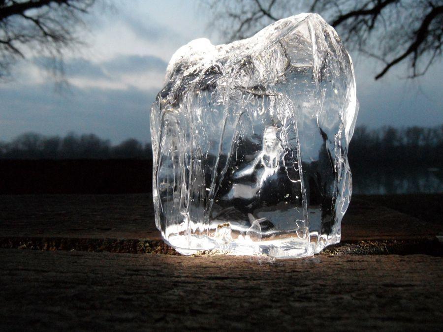 Лед в Астрахани стал заметно толще