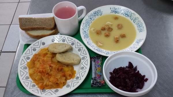 Астраханские школьники перестанут завтракать бесплатно