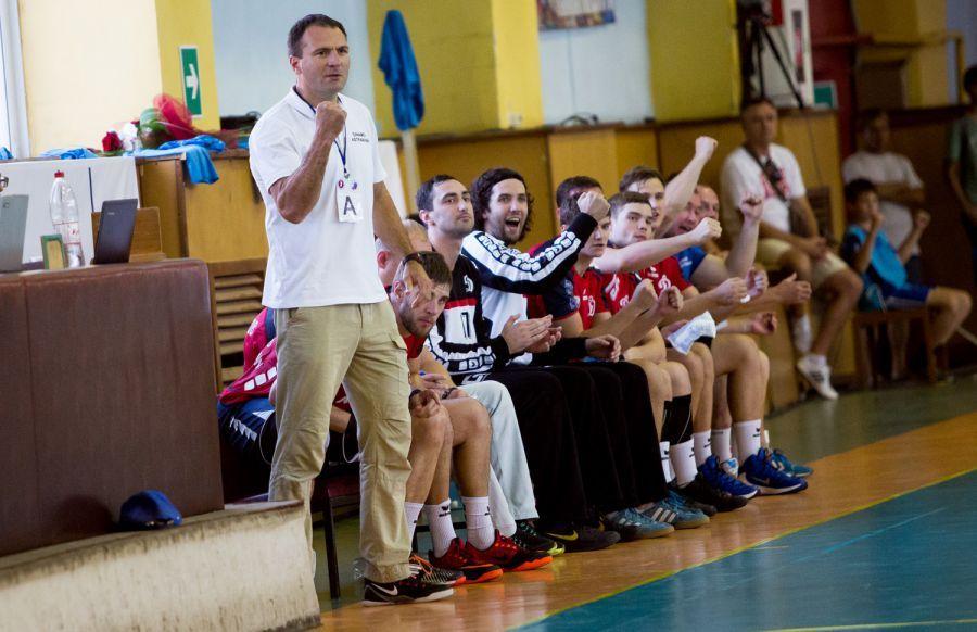 В Астрахани начался гандбольный турнир