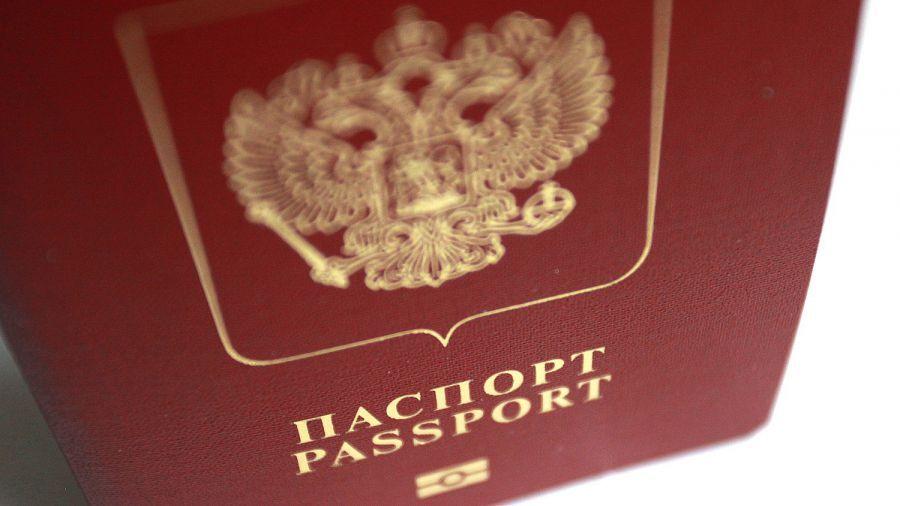 Астраханцы стали реже оформлять загранпаспорта