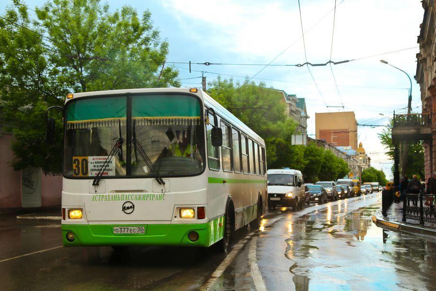 Астраханцы заплатят за проезд в автобусе 17 рублей