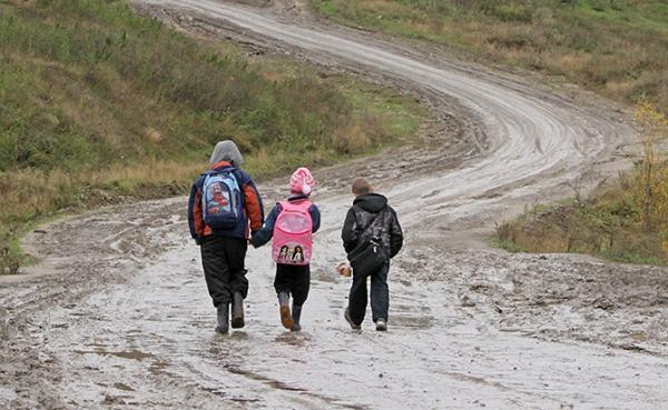 Дети из села Караагаш идут до школы 10 километров