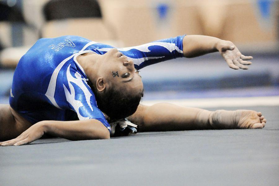 В Астрахани замерзают гимнастки