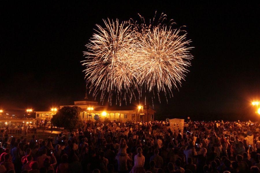 Военные подарят Астрахани праздничный салют