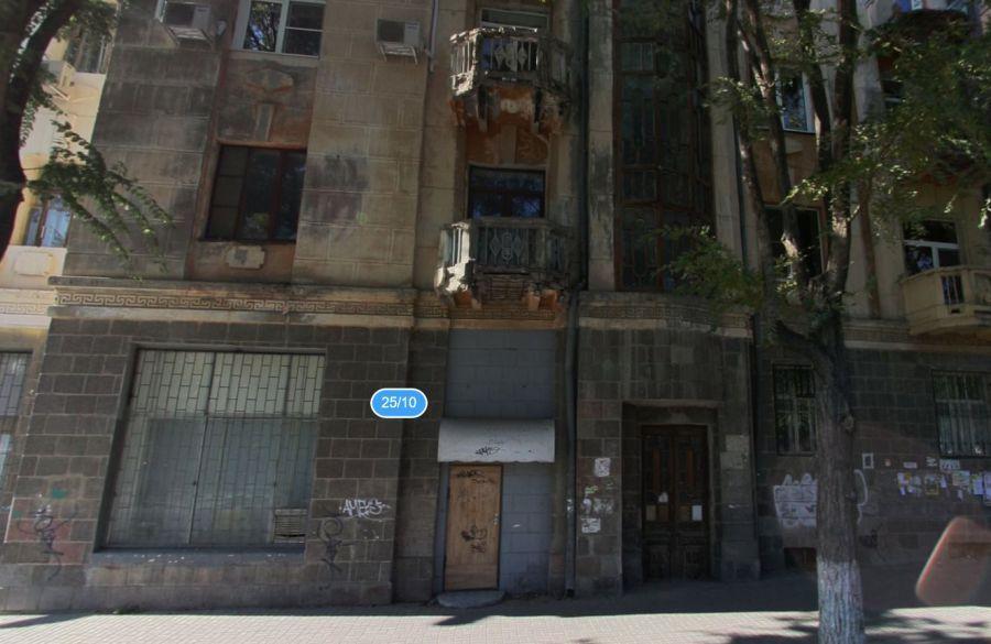 В Астрахани обвалился балкон возле Драмтеатра