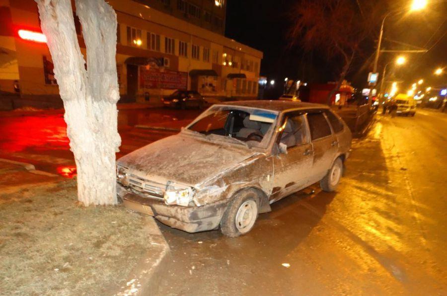 В Астрахани испуганный водитель «девяносто девятой» убежал с места ДТП