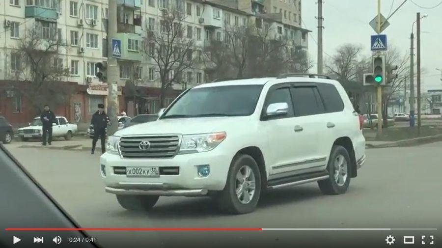 Астраханский инспектор ДПС попал в неловкую ситуацию