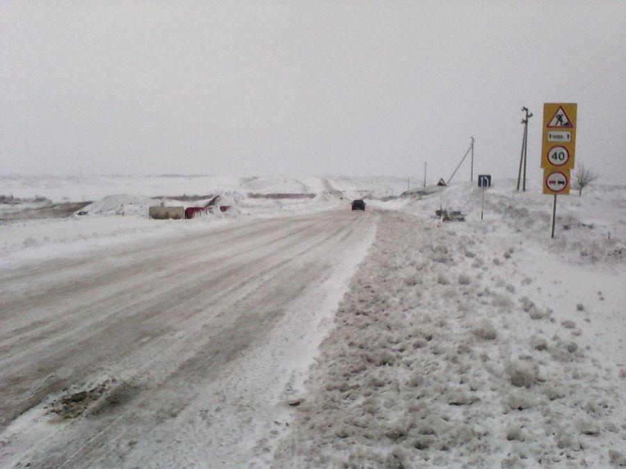 Трассу Астрахань — Волгоград перекрывали из-за снега