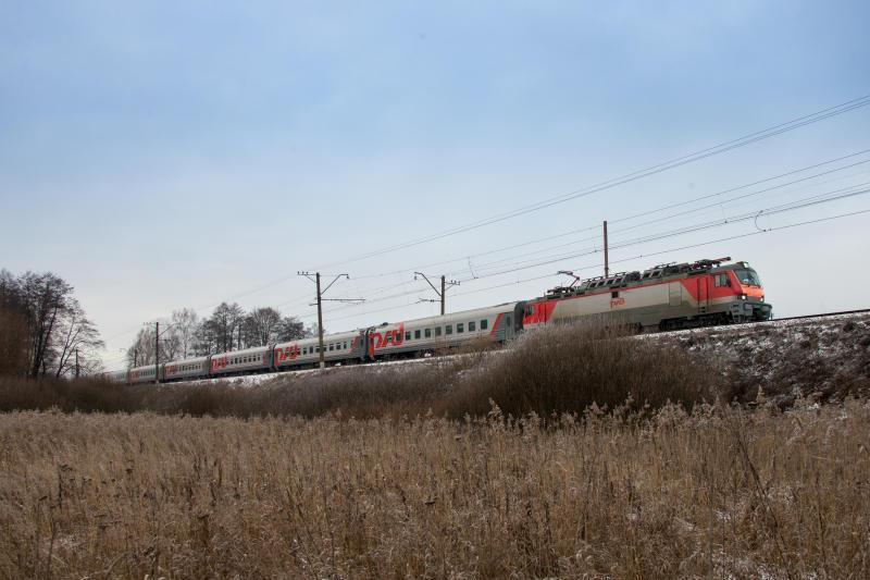 Школьники летом будут ездить на поездах за полцены