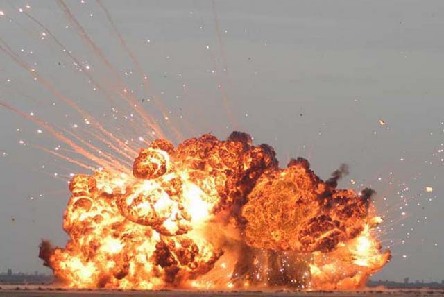 Два астраханца подорвались на боеприпасе в степи