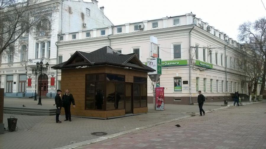 Из центра Астрахани убрали легендарную карету