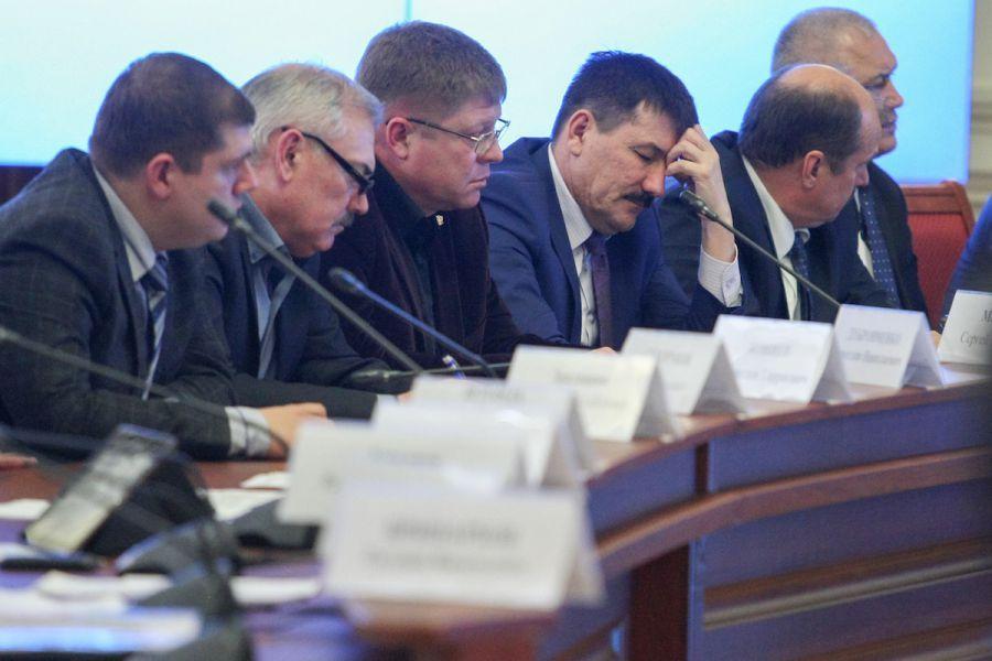 Александр Жилкин назвал недопустимыми долги астраханцев перед энергетиками