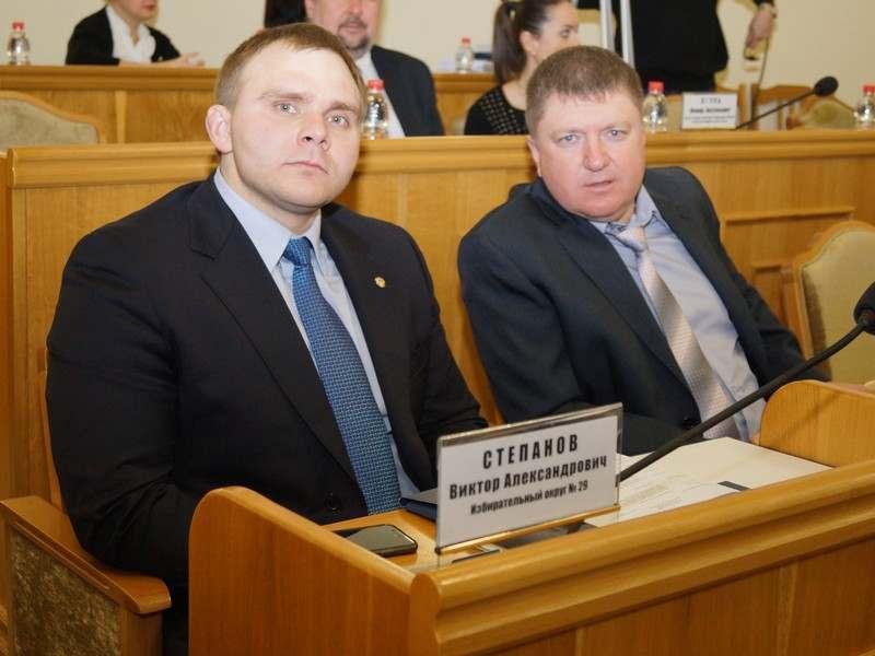 Часть астраханских депутатов хотят оставить без зарплаты