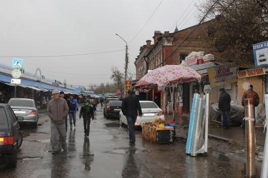 Астраханская чиновница покрывала незаконных торговцев на рынках