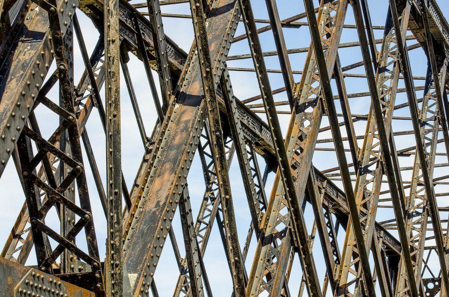 Железнодорожники починили астраханские мосты