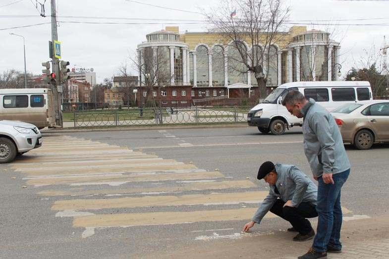 Астраханские пешеходные переходы снова начали исчезать