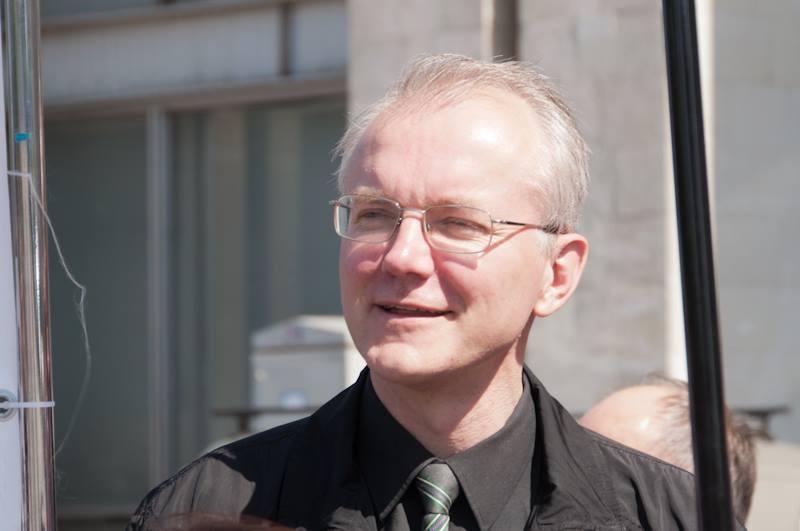Олег Шеин выступил за продление срока выплаты пособия по уходу за ребенку