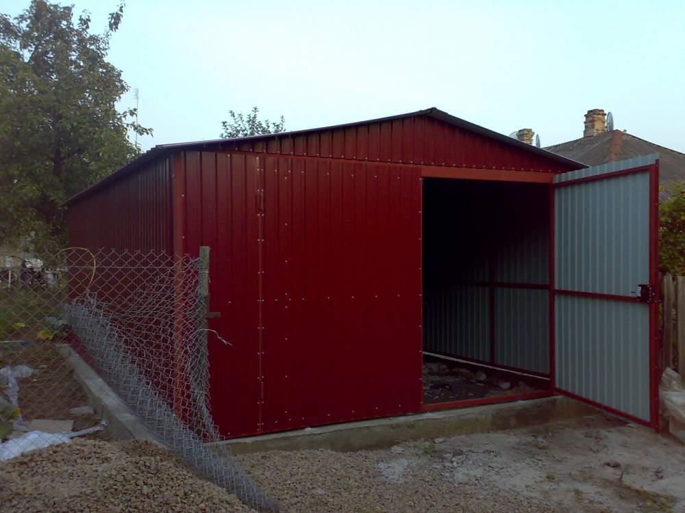 Администрацию Астрахани призвали разобраться с бесхозными гаражами