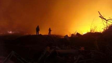 Возле астраханского мусоросортировочного комплекса загорелась свалка