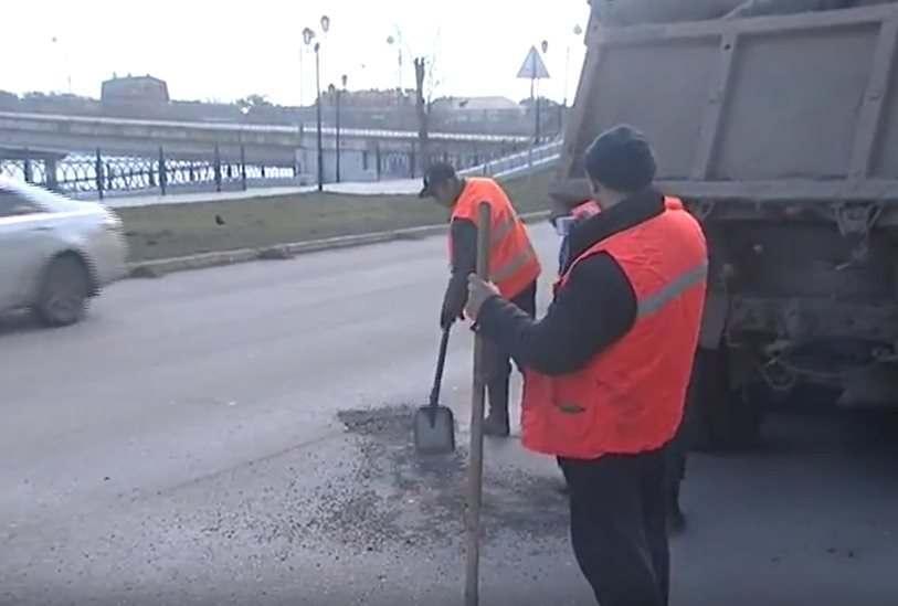 В Астрахани начался сезон ремонта дорог