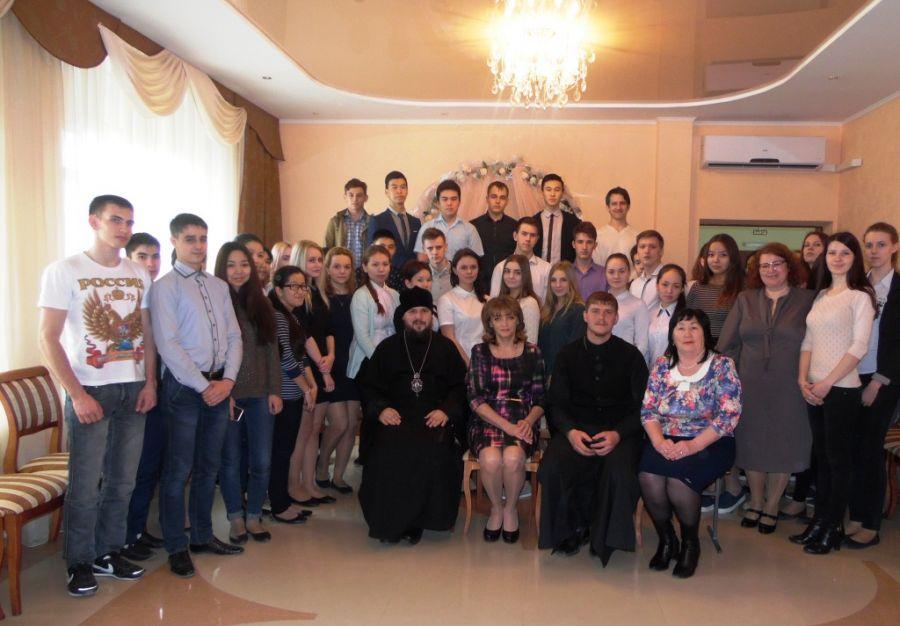 В Харабалях обсудили раннее материнство и крещение Руси
