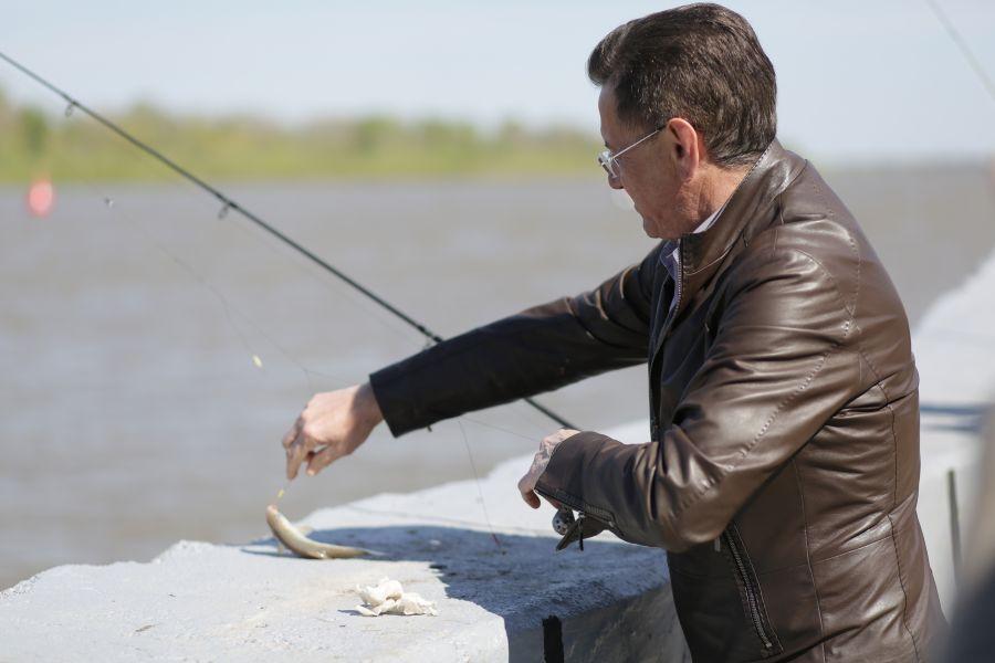 Астраханский губернатор поймал слишком маленькую воблу