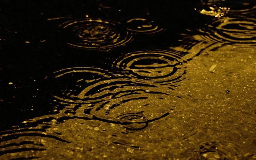Улицы Трусовского района уходят под воду