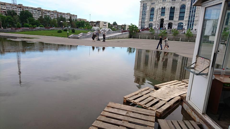 Зрители с трудом могли попасть в Астраханский Театр Оперы и Балета