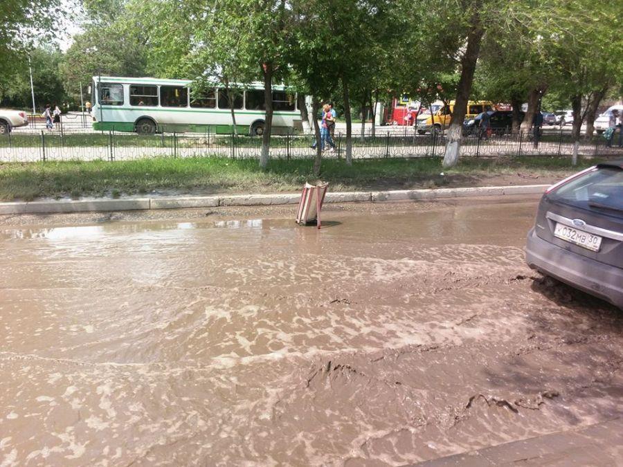 Астраханцев предупреждают о «подводной яме» на улице Савушкина