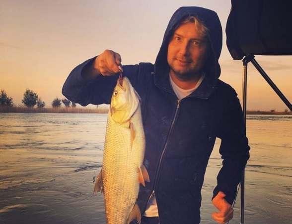 Николай Басков рыбачит в Астраханской области