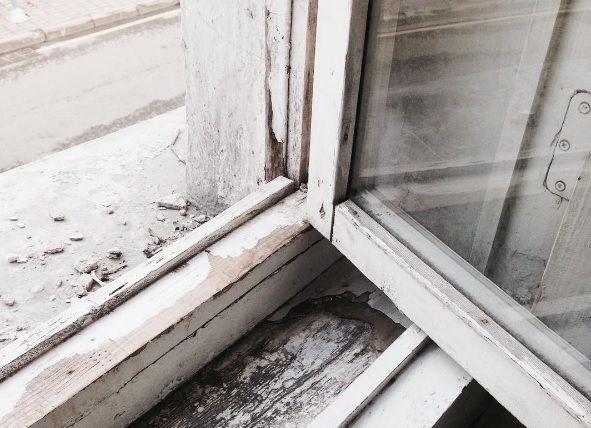 14-летняя девочка выпала из окна 4 этажа в Астрахани