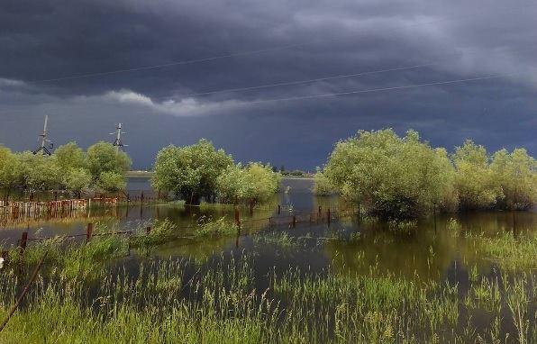 Штормовое предупреждение продолжает действовать по всему Югу России