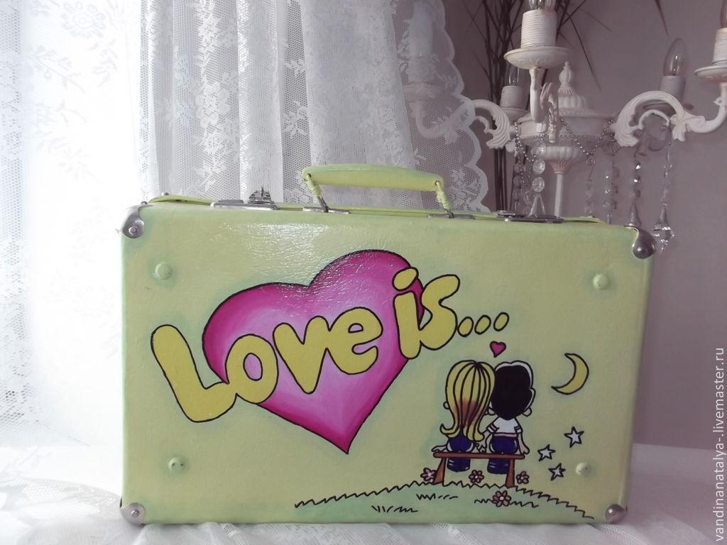 Астраханцы признаются в любви городу чемоданами