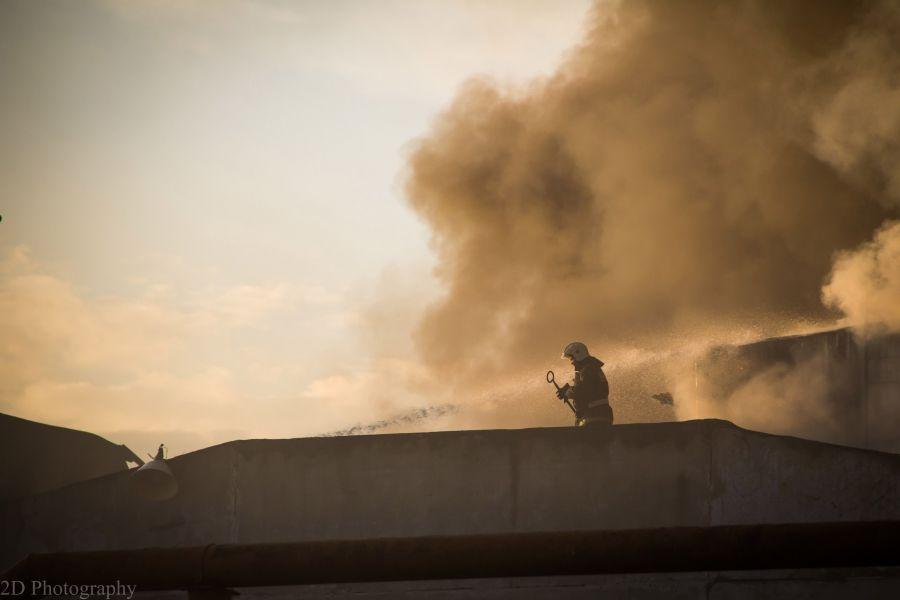 Пожар на заводе резиновой обуви потушили после полуночи
