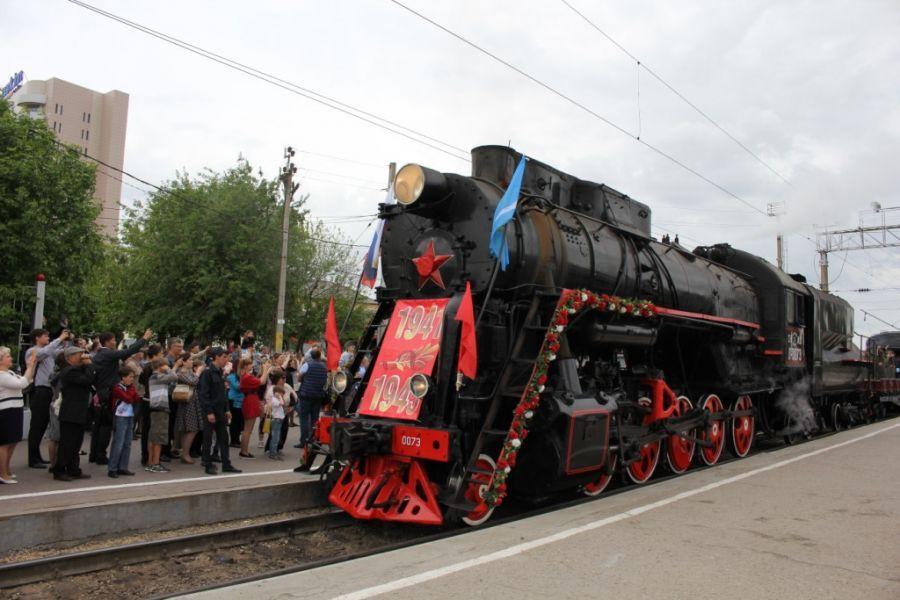 В Астрахань прибыл поезд «Победа» с паровозом из сороковых