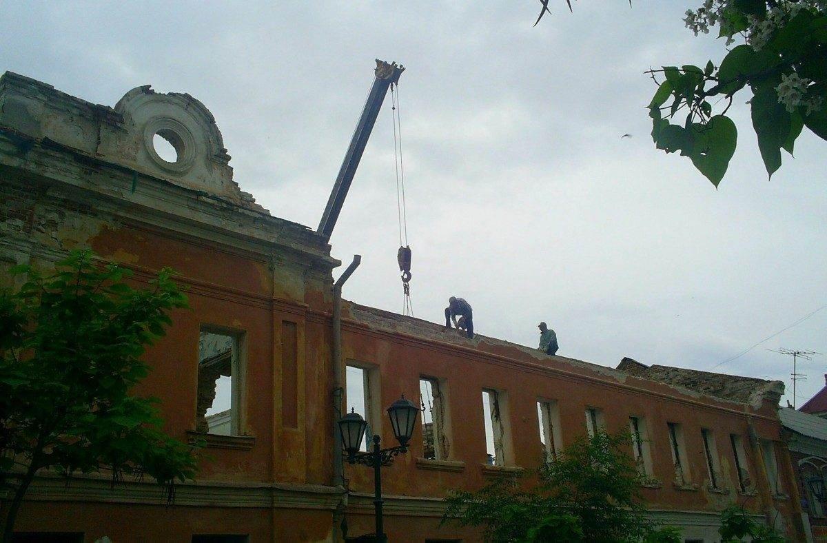 Минкульт: памятник архитектуры в центре Астрахани не сносят, а реставрируют