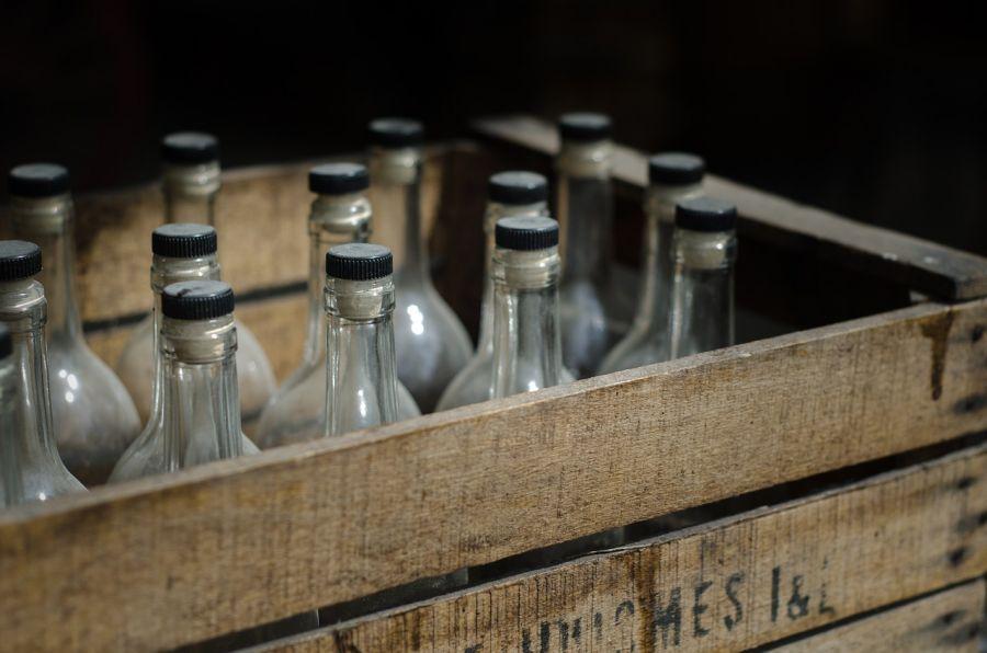 Жена втайне от мужа продавала поддельную водку в его же магазине