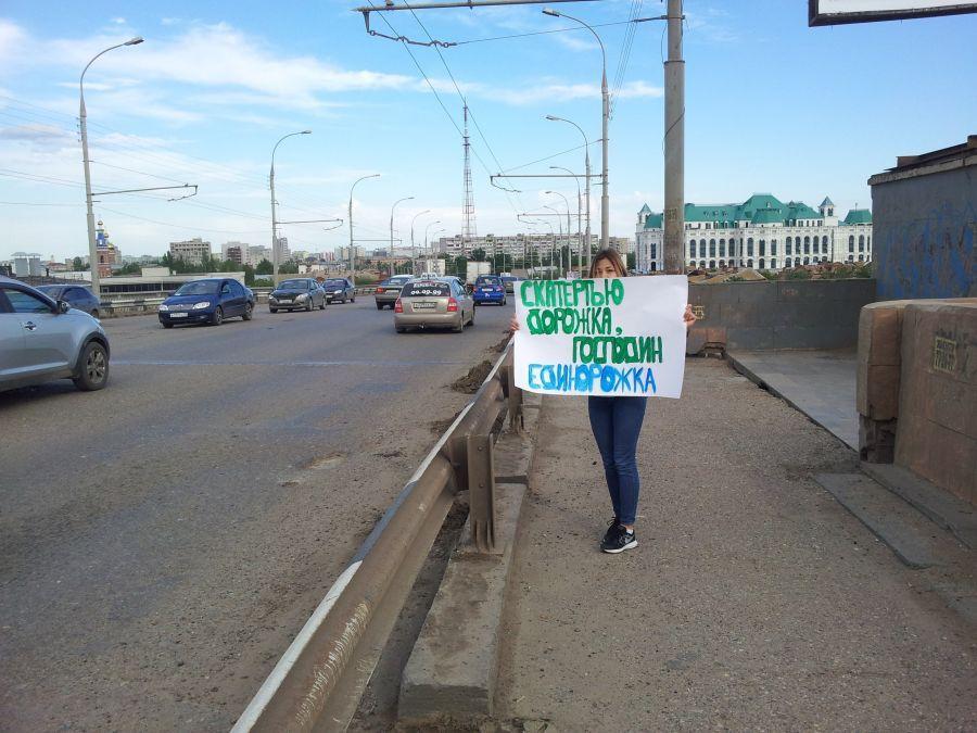Астраханские коммунисты обнаружили в городе плохие дороги